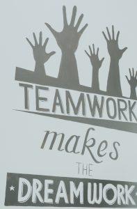 teamwork sign so everyone organizes
